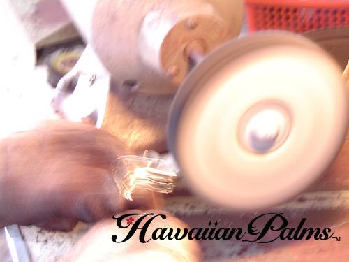 ハワイアンジュエリー工房での磨き