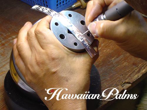 ハワイアンジュエリーを彫る